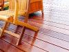 Holzmöbel auf geölter Bangkirai Terrasse