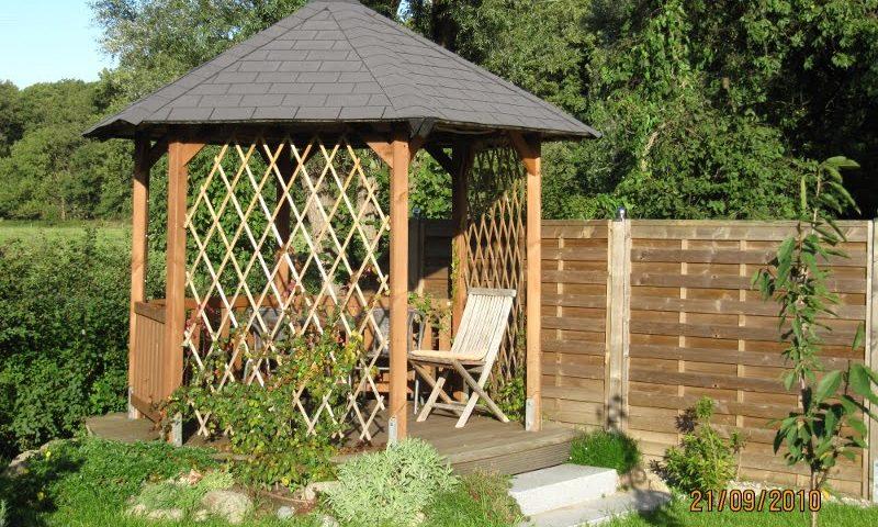 Gartenpavillon aus Holz vom Unternehmen Holzbau Jenss